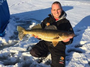 quinte-walleye-ice-fishing-dec-2017