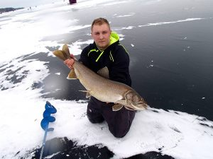 damian-lake-trout-winter-2015