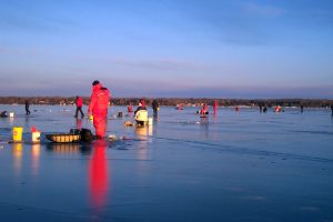 ice-fishing-deep-water